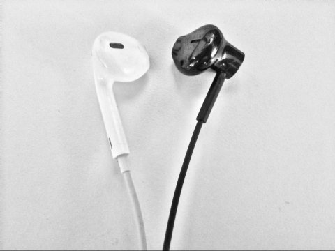 amazon-fire-headphones-apple-earpodsjpg.jpg