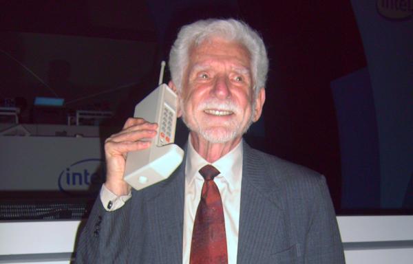Världens första mobiltelefonsamtal genomfördes för 40 år sedan