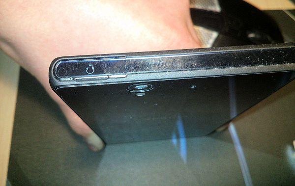 Rapporter om att bakstycket glappar på Sony Xperia Z