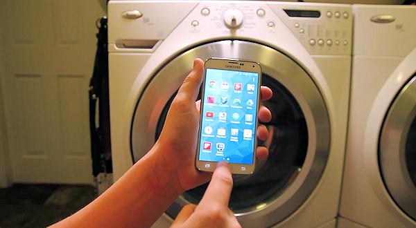 Samsung Galaxy S5 dränks, körs i tvättmaskin – överlever