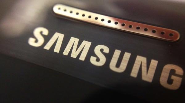 Samsungs vinst halverades under tredje kvartalet