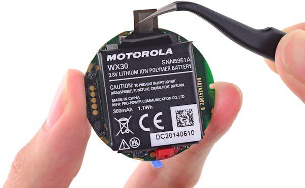 IFixIt plockar isär Moto 360, upptäcker svagare batteri än vad som anges