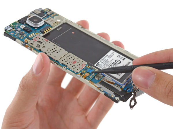 IFixIt plockar isär Samsung Galaxy Alpha, ger medelmåttigt reparationsbetyg