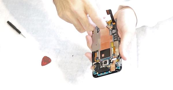 Så här ser HTC One M9 ut inuti