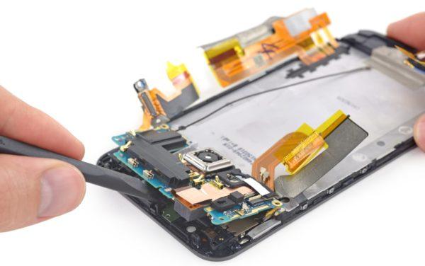 IFixIt undersöker HTC One M9, rekommenderar att den inte lagas själv
