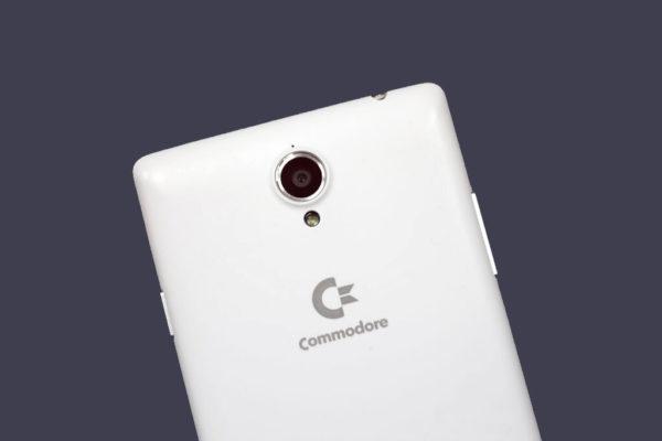 Commodore är tillbaka med en Androidmobil som kan köra C64-spel