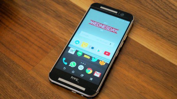 En titt på Dbrands läderliknande skinn i vinyl för HTC One M9