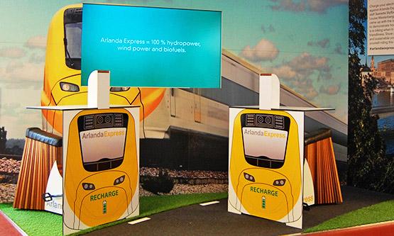 Stockholms centralstation får laddcyklar – trampa igång din telefon, surfplatta eller dator